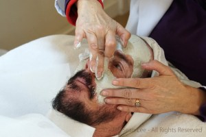 David_Shark_Fralick_with_Mariana_Chicet_Facial_Mask_Treatment_DSC01046