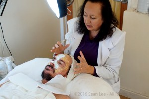 David_Shark_Fralick_with_Mariana_Chicet_Facial_Mask_Treatment_DSC01176