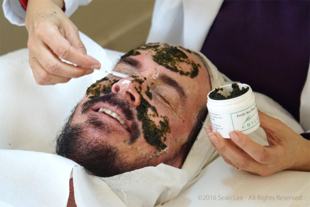 David_Shark_Fralick_with_Mariana_Chicet_Facial_Mask_Treatment_DSC01248