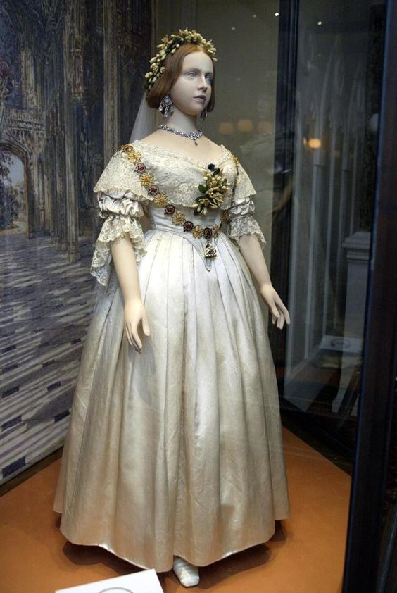 history of wedding gowns