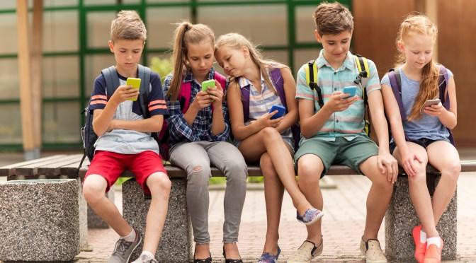 How to manage and protect your children on social media