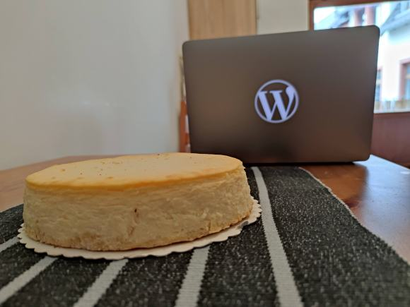 Cheesecake and my W laptop in Offenbach, at home