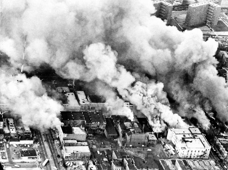 Burning_Buildings_on_Chicago_s_West_Side__April_5_1968