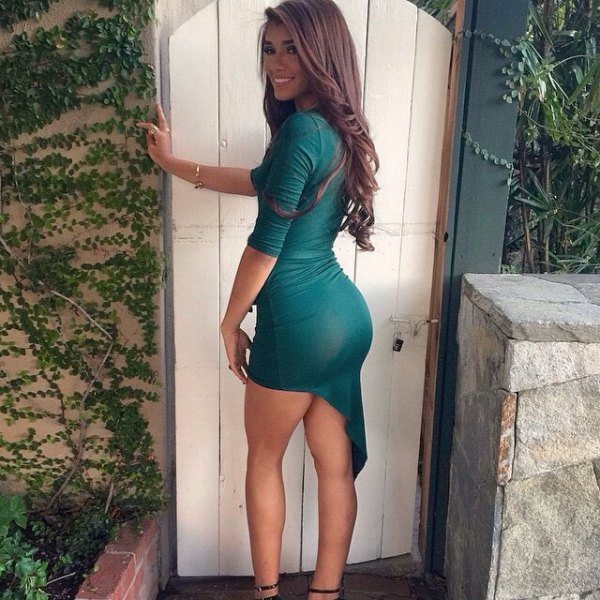sexy-girls-in-tight-dresses-4
