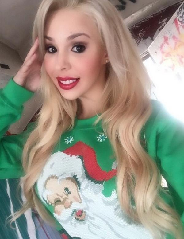 you-sure-do-look-good-in-that-ugly-christmas-sweater-25-photos-18