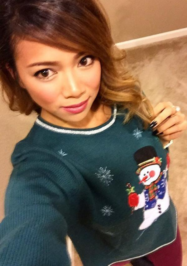 you-sure-do-look-good-in-that-ugly-christmas-sweater-25-photos-8