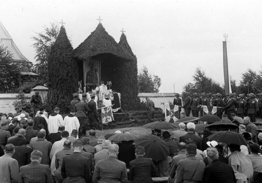 Msza polowa celebrowana przez biskupa Józefa Feliksa Gawlinę - Ossów, 4 czerwca 1939