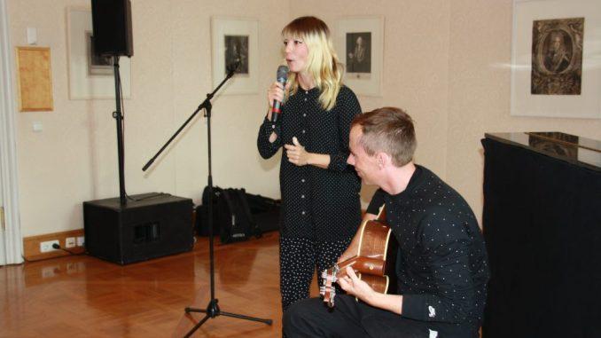 Mieze Katz und Bassist Bob von der Band MIA gaben in dieser Woche einen Vorgeschmack auf ihren Auftritt zum Dresdner Stadtfest am 14. August. Foto: Franziska Sommer