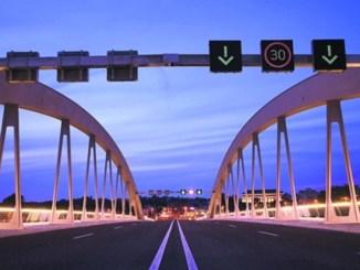 Die Waldschlößchenbrücke sorgt zwei Jahre nach der Inbetriebnahme für Ärger. Foto: Marco Klinger