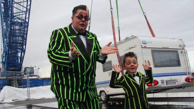 Totti und sein Sohn Charlie Alexis begeistern die Besucher gemeinsam im Gottesdienst im Weihnachts-Circus am zweiten Weihnachtsfeiertag. Foto: Zänker