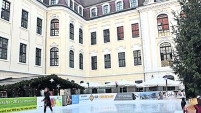 Klein, aber fein: die Eisbahn im Taschenbergpalais Foto: Una Giesecke
