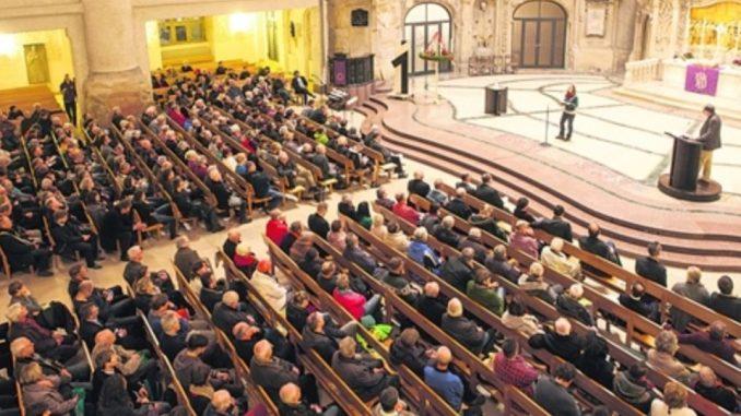 Im Dezember kamen viele Bürger, um brennende Fragen rund ums Asyl zu stellen. Nun folgt der nächste Abend. Foto: Sven Ellger