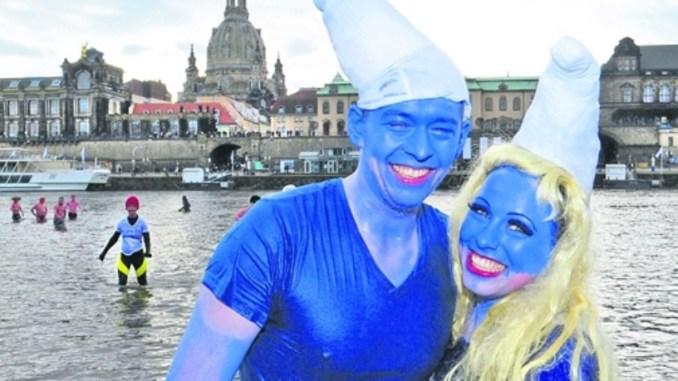 Zum Auftakt der Narrenzeit sind Bezirk Dresden e.V.abgehärtete Eisbaderam 7. Februar ab 11.30 Uhr Eisbader zwischen Albert- und Augustusbrücke zum eisigen Vergnügen in der Elbe eingeladen. Foto: Norbert Millauer