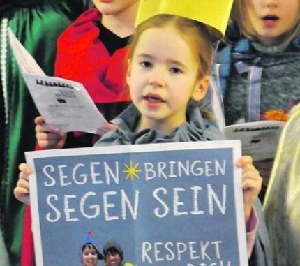 Kinder der katholischen Gemeinde St. Mariä Himmelfahrt sangen im Dresdner Rathaus: Foto: Una Giesecke
