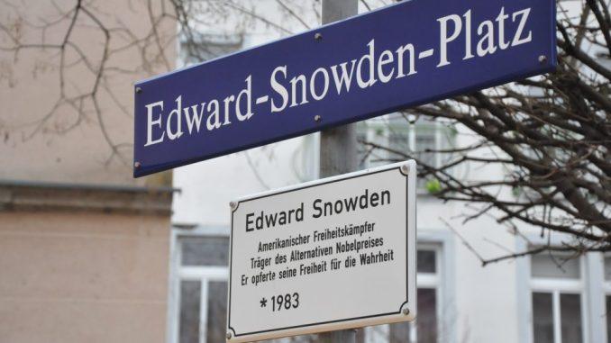 Dem in Moskau festsitzenden Whistleblower ist ein privater Platz an der Bautzner Straße 4 gewidmet. Foto: Una Giesecke