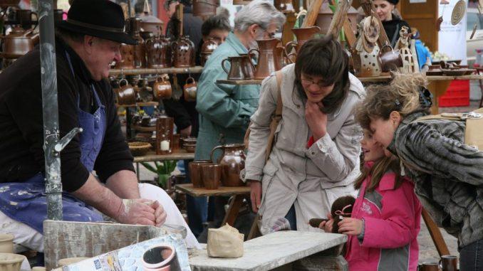 Beim Töpfermarkt in Freiberg gibt es für jeden etwas zu entdecken. Foto: PR