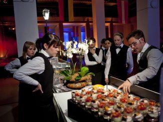 Punkt um sucht Mitarbeiter für den Bereich Gastronomie.