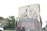 Seit einigen Jahren erzählt das Wandbild der italo-amerikanischen Kooperation Moneyless & Ryan Spring Dooley an der Wachsbleichstraße fantasievoll ein Stück Stadtteilgeschichte. Foto: Una Giesecke