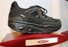 Ein Schuh der Marke MBT