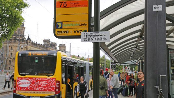 Die DVB repariert am Pirnaischen Platz derzeit die Gleise. Foto: Thomas Türpe