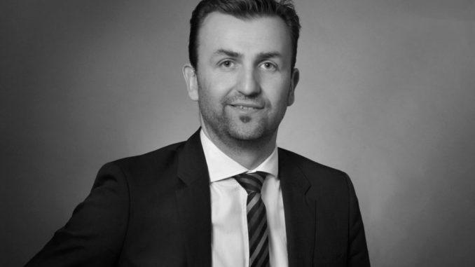 Er hilft in Rechtsfragen in der Urlaubszeit weiter: Rechtsanwalt Robert Spank. Foto: PR