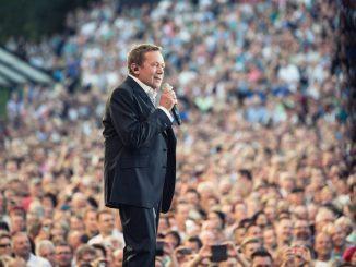 Bei den Kaisermania Konzerten schwelgen die Besucher jedes Jahr mit Roland Kaiser im Schlagerrausch. (Foto: PR)