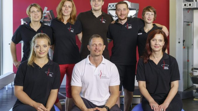 Inhaber Sandy Hornung (Mitte) und sein Team freuen sich auf interessierte Besucher am 1. Oktober. Foto: PR