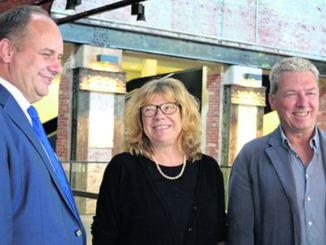Der Oberbürgermeister und die Intendanten im Foyer. Foto: T. Wolf
