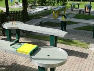 Die abenteuerliche Tischgolfanlage ist super für all diejenigen, die es lieber ruhiger angehen wollen. Foto: PR