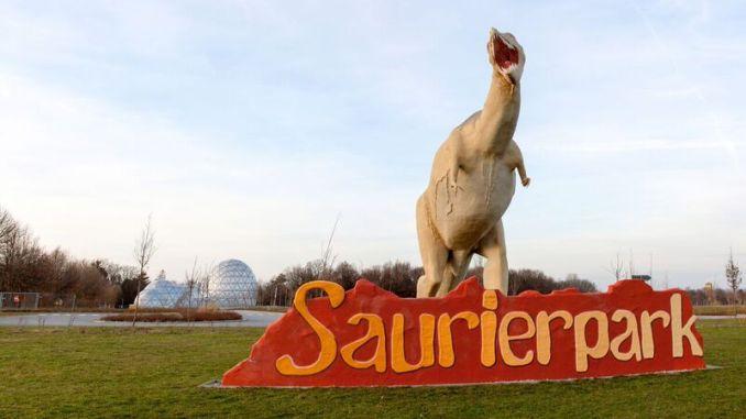 Das neue Eingangsgebäude im Saurierpark begrüßt kleine und große Entdecker mit tollen Abenteuern. Foto: PR