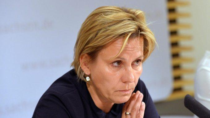 Barbara Klepsch (CDU) gibt eine Pressekonferenz. Foto: Matthias Hiekel/Archiv