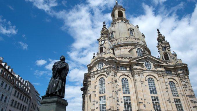 Platz 1: Die Frauenkirche ist ein Wahrzeichen. Vor zwölf Jahren öffnete sie wieder. Letztes Jahr strömten über zwei Millionen Gäste in das Gotteshaus. Foto: Arno Burgi/Archiv