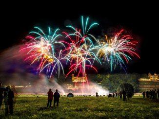 Das musikalisch unterlegte Feuerwerk war wie in jedem Jahr das spektakuläre Feuerwerk. Foto: Eric Münch (ue)