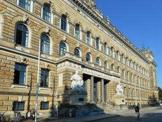 Das Landgericht in Dresden. Foto: Matthias Hiekel/Archiv