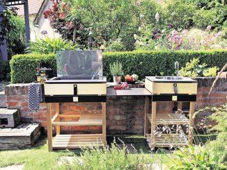 Komm raus, Essen ist fertig: Mit einer Outdoor-Küche ist das kein Problem. Foto: Sabrina Hensel