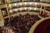 Der Saal füllt sich während das Orchester sich langsam einstimmt.
