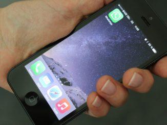 Das neue Handy gibt schon nach ein paar Tagen den Geist auf, aber der Verkäufer will nicht den vollen Preis zurück bezahlen. Das geht doch so nicht, oder? Foto: Verbraucherzentrale