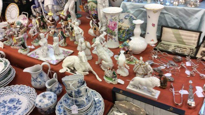 Antiquitäten Schätzen Lassen In Dresden : Großer trödelmarkt auf der galopprennbahn u2013 dawo!