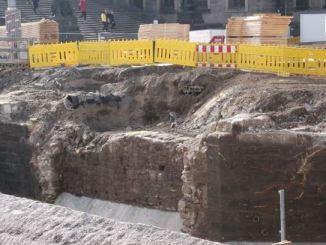 Über 1000 oder nur 200 Jahre alt? Der Ursprung der Brückenreste wird derzeit analysiert. Foto: Frank Wache