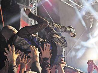 Ohne Stagediving kommt kein gutes Rockfestival aus. Foto: pixabay
