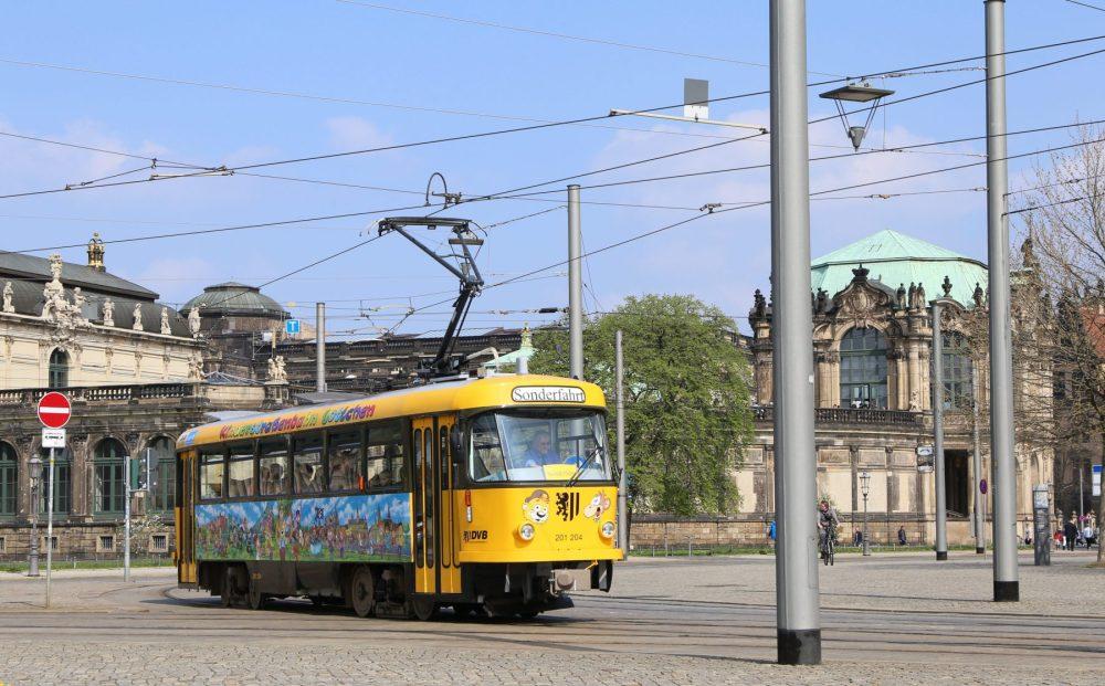Kinderstraßenbahn Lottchen_Dresden Postplatz