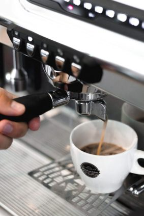 Frisch gemachte Kaffeespezialitäten kann man im Café Milchmädchen in Dresden Gruna genießen (Foto: Christian Chalupka)