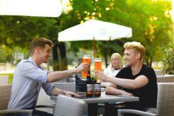 Im Café Milchmädchen in Dresden Gruna kann man sich gemeinsam mit seinen Freunden treffen und den Arbeitstag bei einem Bierchen entspannt ausklingen lassen (Foto: Christian Chalupka)