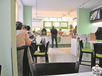Viele Anbieter, wie auch die Salatbar Grünzeugs in der Rähnitzgasse, setzen auf einheimische Produkte.