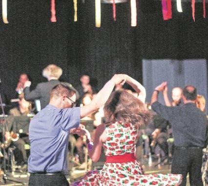 Tanzvergnügen auf dem Septemberball / Foto: Johannstadthalle