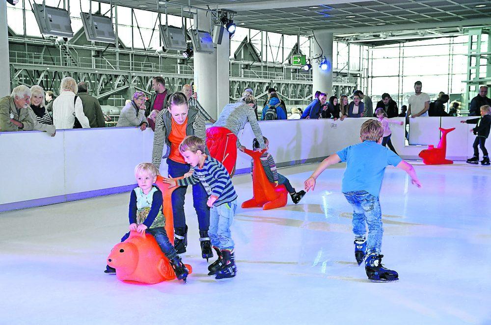Airport on Ice  - Eislaufen und jede Menge Spielspaß im Flughafen-Terminal