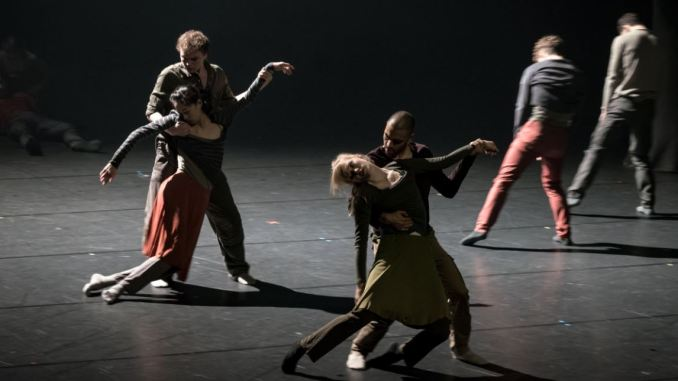 Donauwalzer mal anders - Corpse de Ballet Foto: Ian Whalen