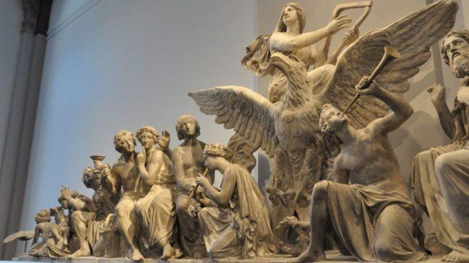 """Ernst Rietschels Gipsmodell zum südlichen Giebelrelief """"Die Musik"""" für die erste Semperoper, 1839 Foto: Una Giesecke"""