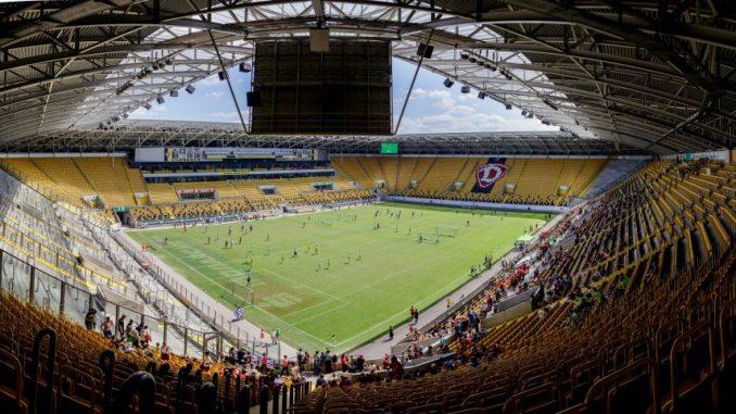 Innensicht vom Rudolf-Harbig-Stadion (Foto: © 2017 Claudia Jacquemin & Michael Schmidt, www.jacquem.in, www.schmidt.fm)