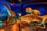 Man wandelt mitten hindurch durch die riesigen lebensechten Dinos. (Foto: Rainer Christian Kurzeder)